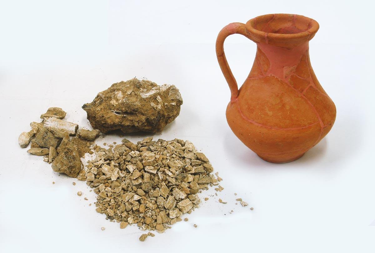 Urna cineraria y restos de cremación