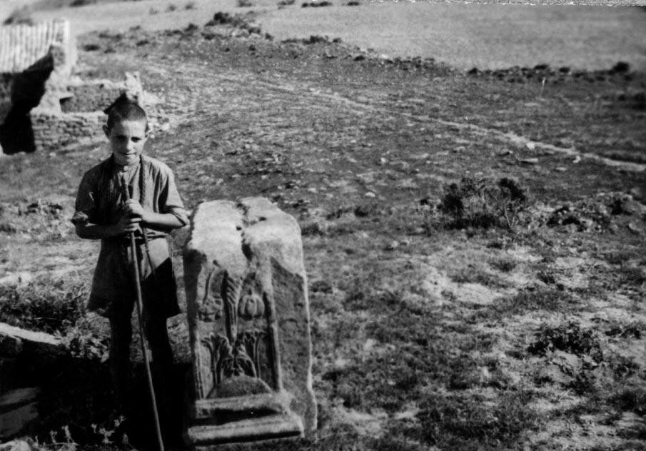 Relieve funerario procedente de los Casquilletes de San Juan (Gallipienzo).
