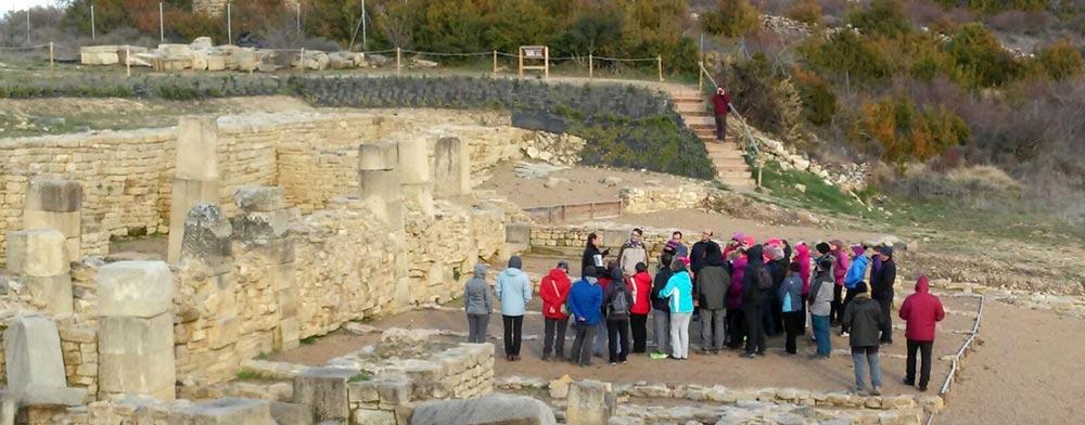 El grupo Senderismo Tudela, llegado desde la Ribera, visita Santa Criz