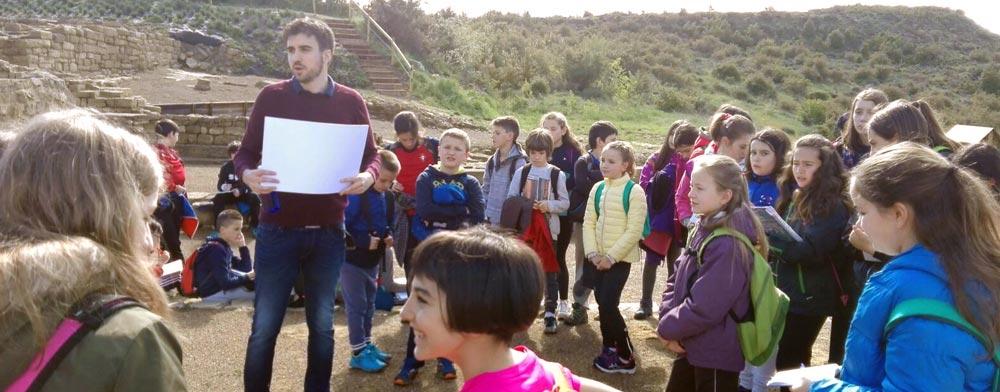 La ikastola de Sangüesa visita Santa Criz de Eslava con visita guiada en euskera